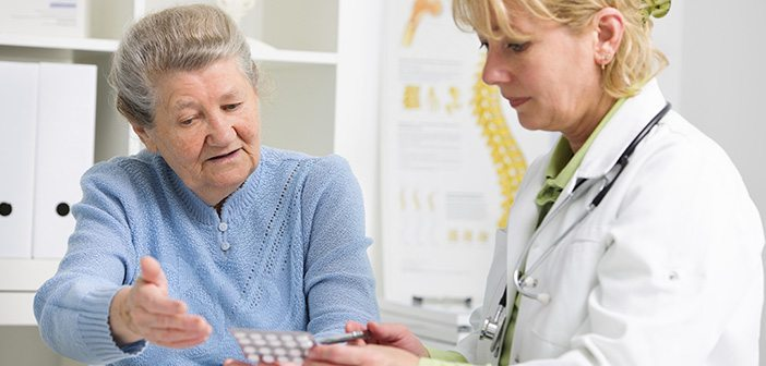 nurse practitioner and elderly patient